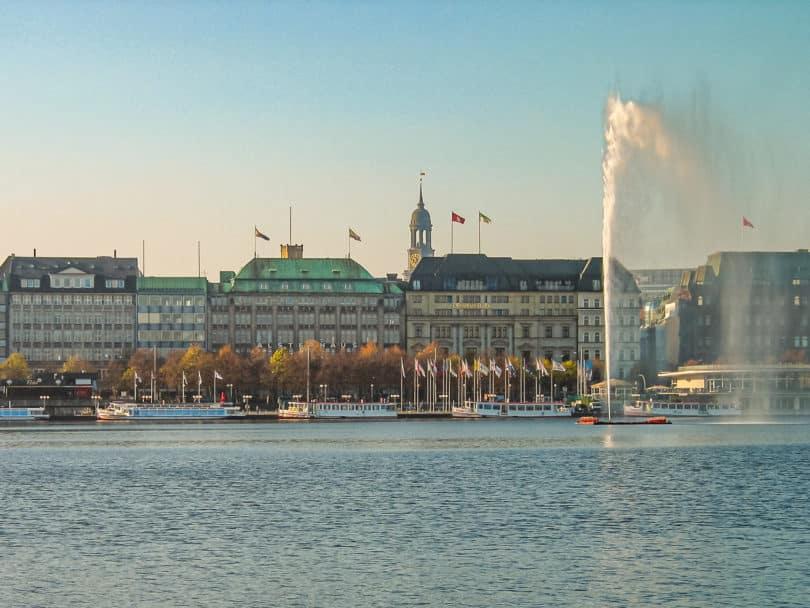 Flohmarkt in Hamburg auf dem Flohdom Bahrenfelder Trabrennbahn